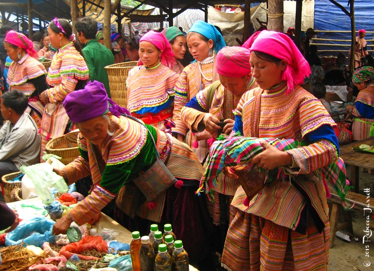 BacHaSundayMarket_vietnam_flowerhmong_beccajarrettravelblogger