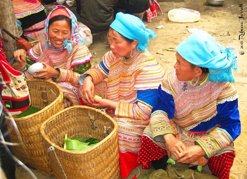 BacHaSundayMarket_vietnam_flowerhmongladies_beccajarrettravelblogger