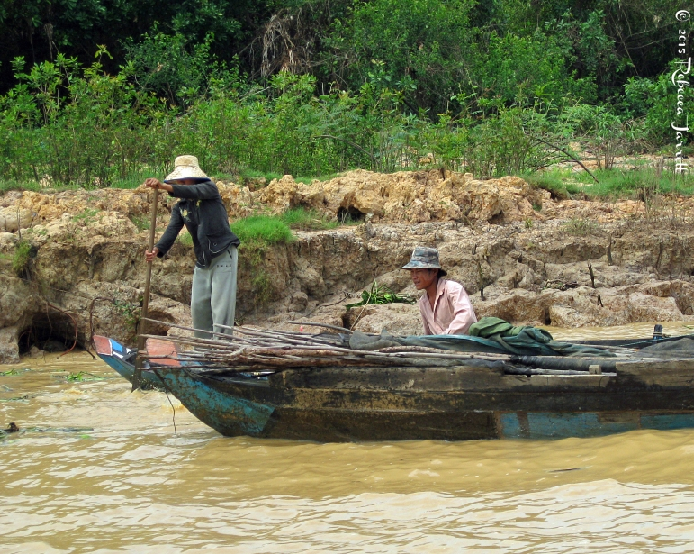 buildingfishtraps_tonlesapfloatingvillage_cambodia_rebeccajarrett_travelblogger