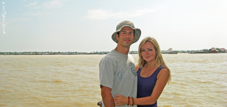 Couple_tonlesapfloatingvillage_cambodia_rebeccajarrett_travelblogger