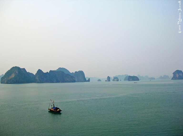 fisherman_halongbay_vietnam_travelblog_rebeccajarrett
