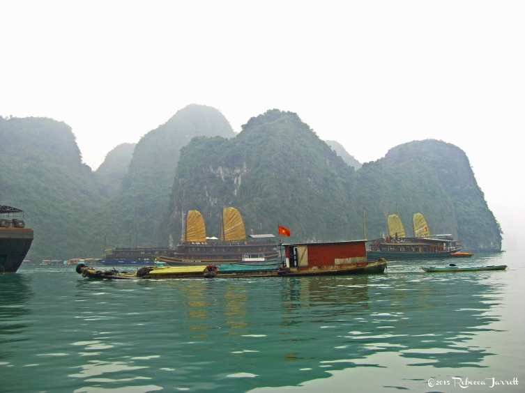 HalongBay_junkets_beautiful_travelblog_rebeccajarrett