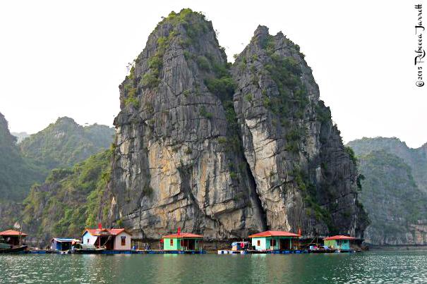 halongbay_vietnam_floatingvillage_travelblog_rebeccajarrett