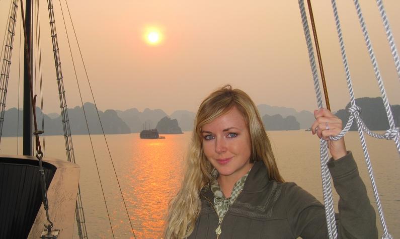 halongbay_vietnam_gorgeoussunset_travelblogger_rebeccajarrett