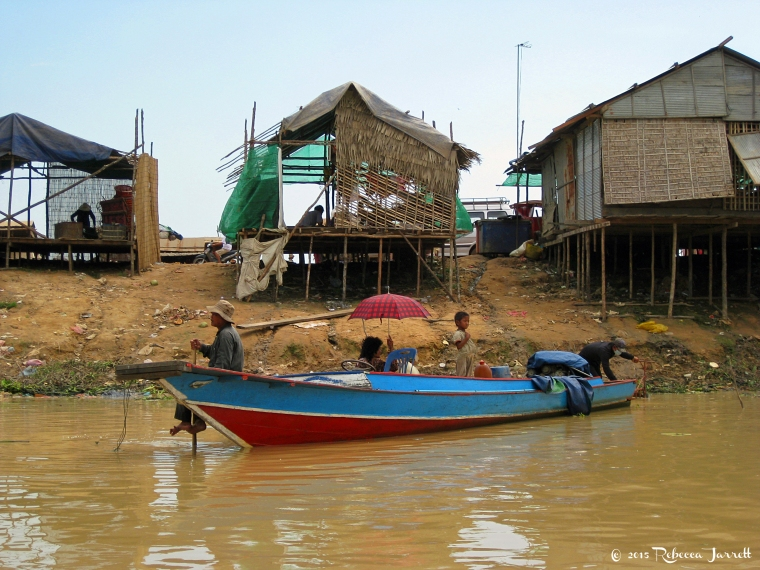 Khmerfamily_tonlesapfloatingvillage_cambodia_rebeccajarretttravelblogger