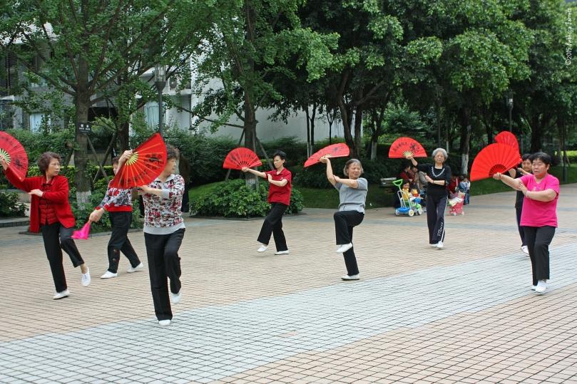 ChengduChina_localsquare_Ladiesdancing_thepersephoneperspective_travelblog