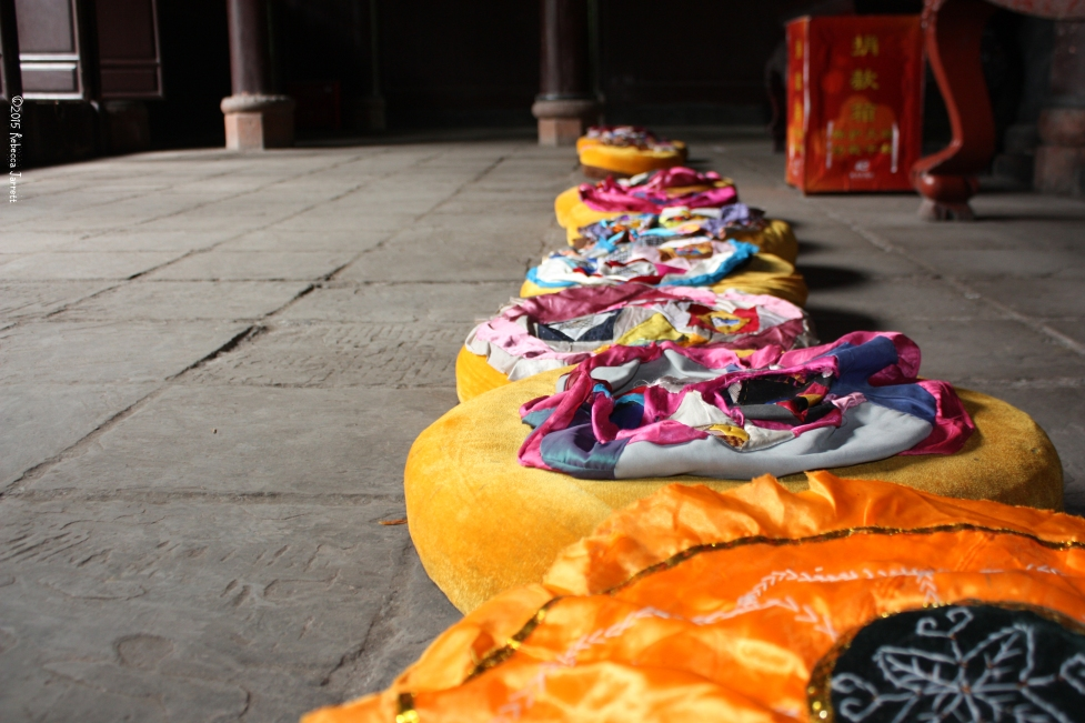 Cushions_chengduchina_prayer_thepersephoneperspective_travelblog