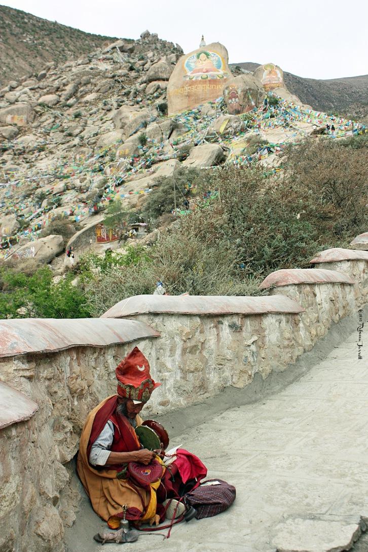 DrepungMonastery_HolyManHolyPlace_Tibet_thepersephonepersepective_travelblog