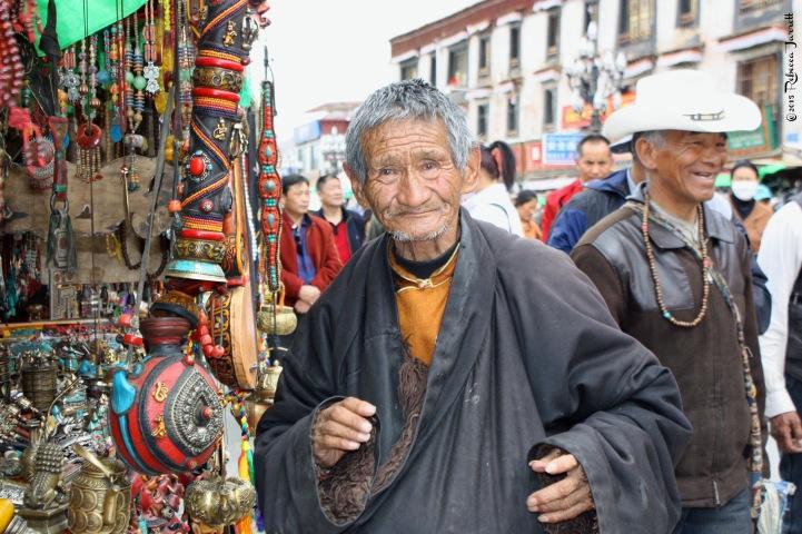 FriendlyPilgrim_BarkhorMarket_LhasaTibet_thepersephonepersepective_travelblog
