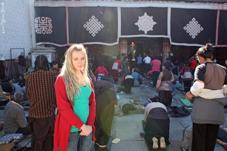FrontofJokhangTemple_LhasaTibet_thepersephonepersepective_travelblog