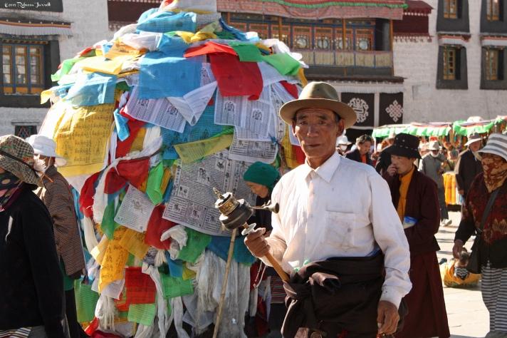 PilgrimCircuitingBarkhor_LhasaTibet_thepersephonepersepective_travelblog
