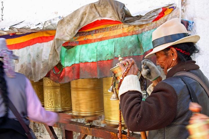 PrayerWheelsonWalktoPotala_LhasaTibet_thepersephonepersepective_travelblog